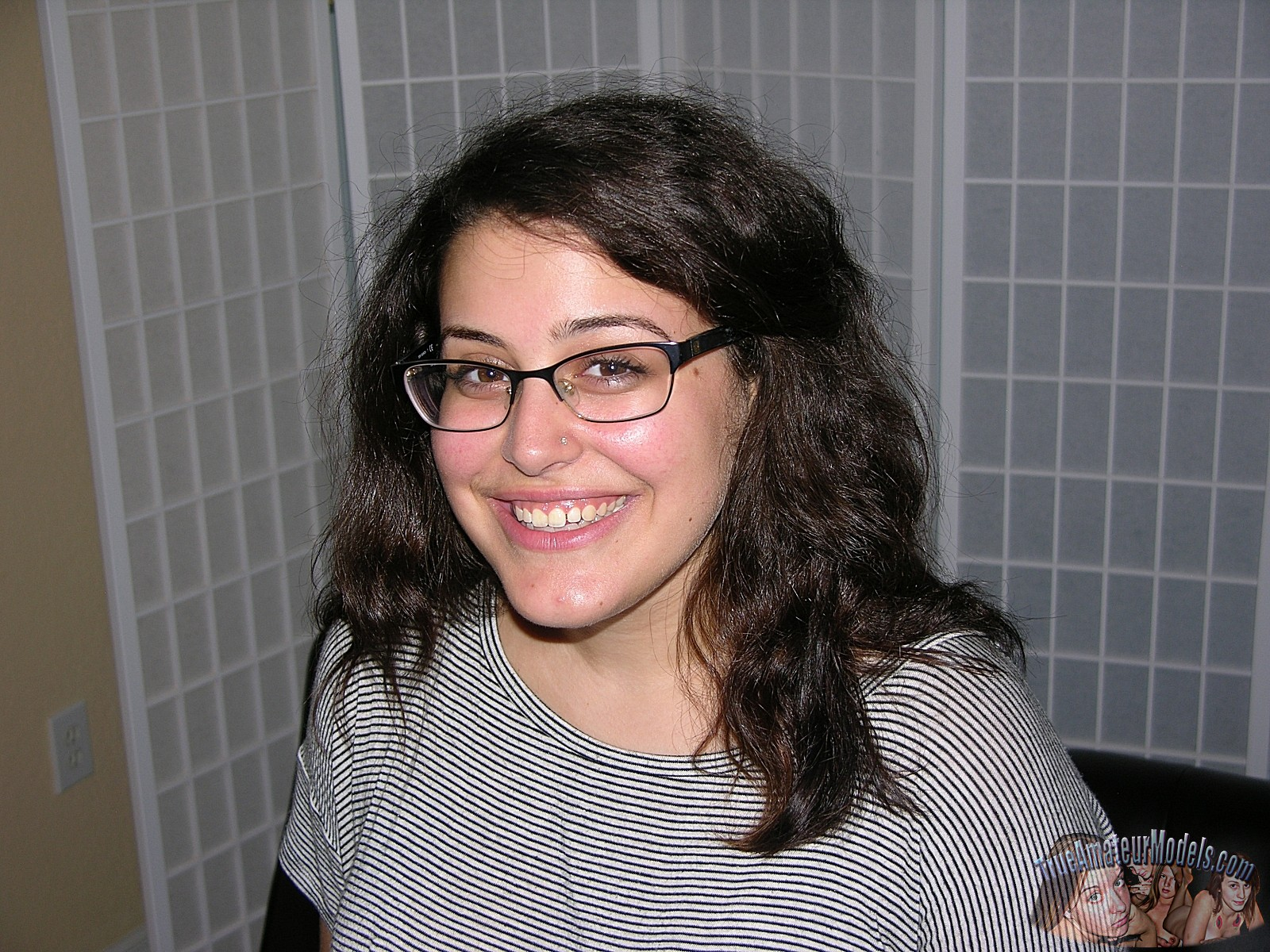 amateur-girl-bella-d-glasses0true-amateur-models1