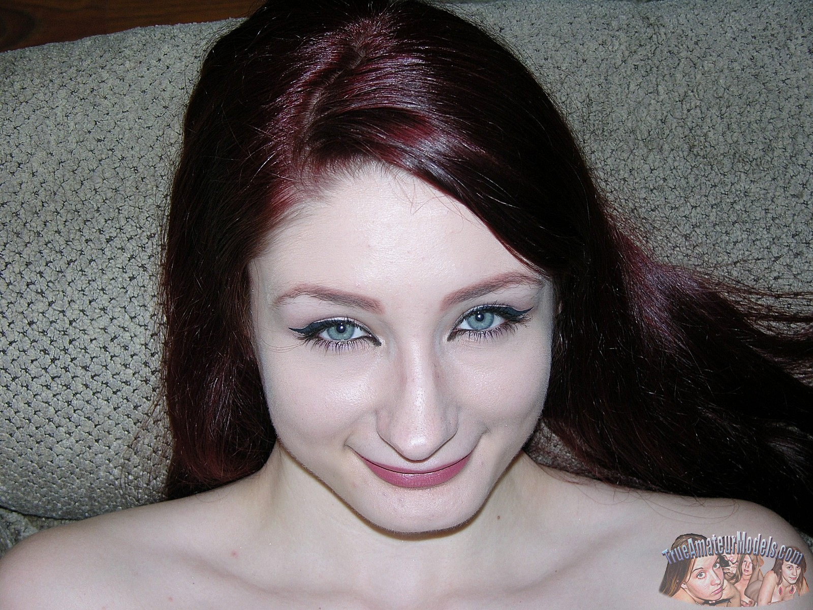 hairy-pussy-redhead-violet-model19
