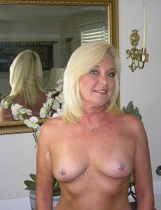 nude-blonde-middleaged-milf-paris101