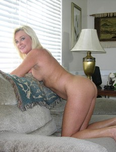 nude-blonde-middleaged-milf-paris121