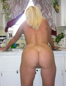 nude-blonde-middleaged-milf-paris151