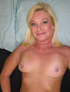 nude-blonde-middleaged-milf-paris161