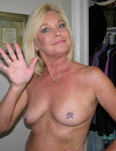 nude-blonde-middleaged-milf-paris171
