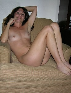 nude-in-chair